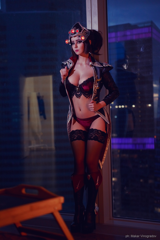 cosplay_widowmaker_huntress_by_disharmonica-dcjnu0g
